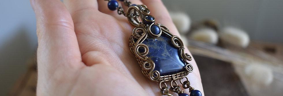 ~Bleu Outre Mer ~ Collier wire bronze en Sodalite et perles de Lapis Lazuli