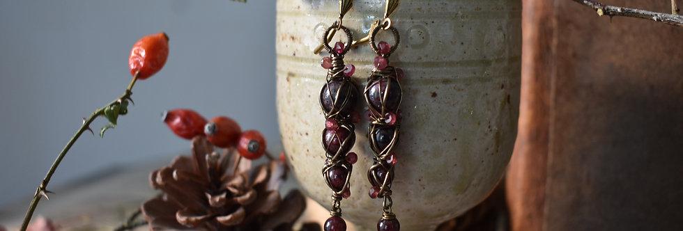 ~Entrelat~longue Boucles d'oreilles Bronze et Perle de Grenat