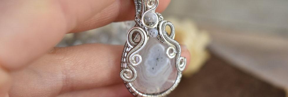 ~Edelweiss ~ Collier wire en Argenté en Quartz solaire et perles d'agate grise