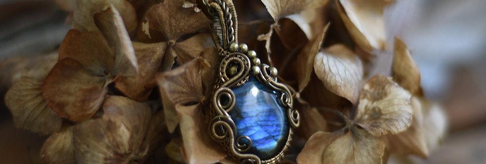 ~Polygala~ Collier wire bronze en Labradorite Bleu et perles métal