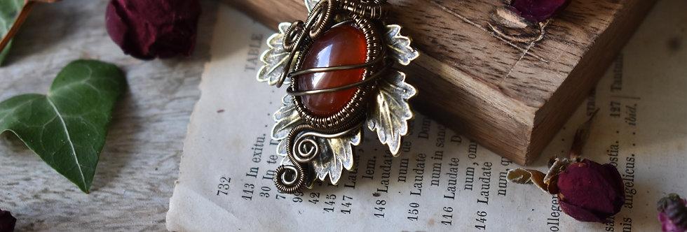 ~Athélas~ Pendentif Feuille Bronze et wire  Bronze et Agate rouge