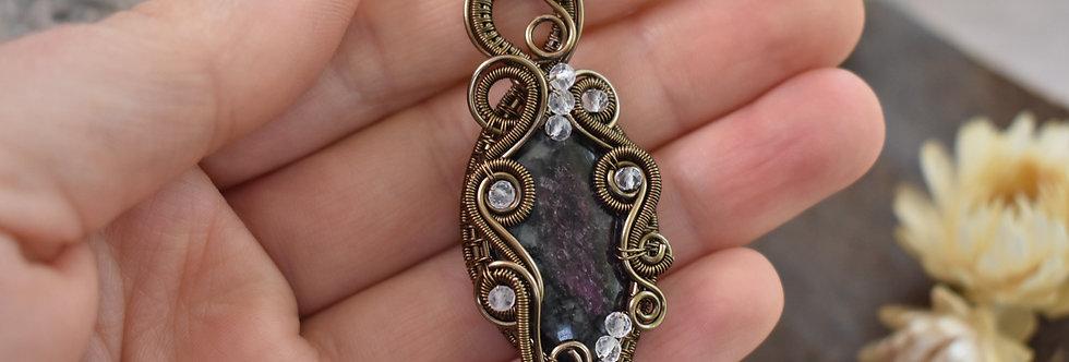 ~Zéphyrante~ Collier wire bronze en Eudialyte et perles de quartz rose