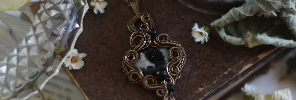~Actaea ~ Collier wire bronze en Septaria