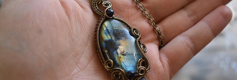 ~Astragale~ Collier wire bronze en Labradorite bleu et reflet doré