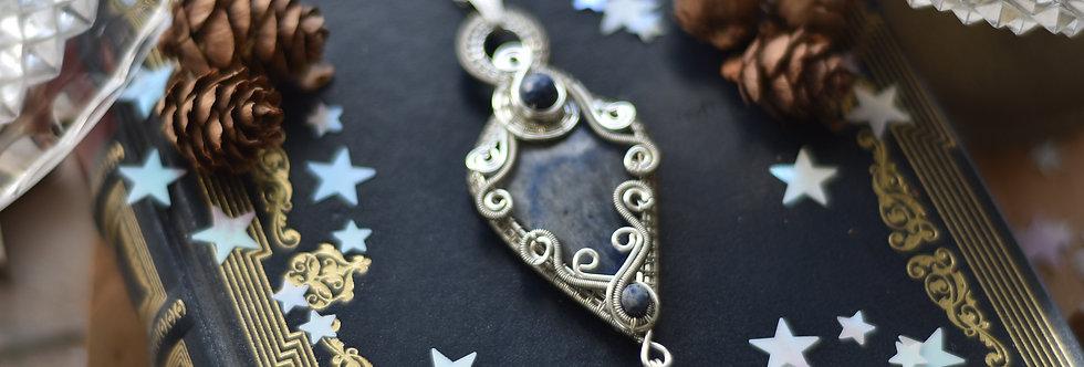 ~Nigelle~ Collier wire en Argenté et Dumortérite et perles de Lapis Lazuli