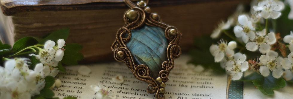 ~Polémoine~ Collier wire bronze en Labradorite Bleu et perles métal
