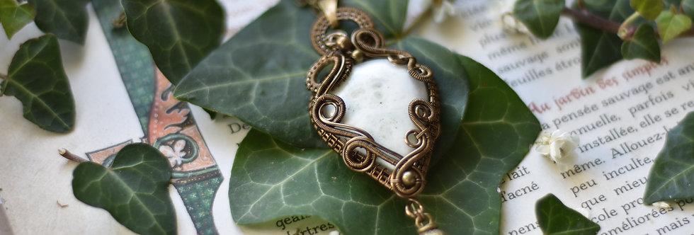 ~Saxifrage~ Collier wire bronze en Quartz Solaire blanc et perles méta