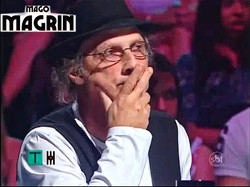 Arnaldo Sacomani Surtando ao ver as agulhas sendo engolidas