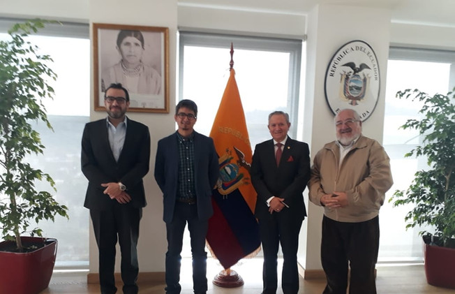 Reunion previa a exposición en Santiago.
