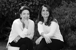 Ana C e Martha sentadas.JPEG
