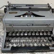 1949 Royal Quiet De Luxe - $115