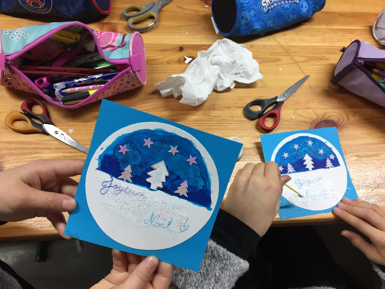 """Atelier """"carte postale de Noël"""". Découpage, collage, encres, paillettes... Médiathèque de La Rochefoucauld (16)"""