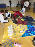 """Atelier """"banderole Armistice"""" avec les élèves des écoles Jean de la Fontaine et St Michel à Ste Anne sur Brivet (44)"""