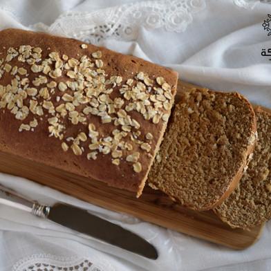 خبز بالشوفان ودبس التمر
