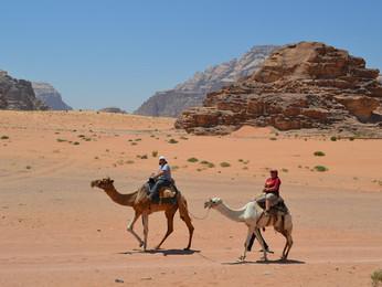 25 Días recorriendo Madrid, Egipto, Jordania & Marruecos - Claudia Díaz y Yasna Vega || SEP'