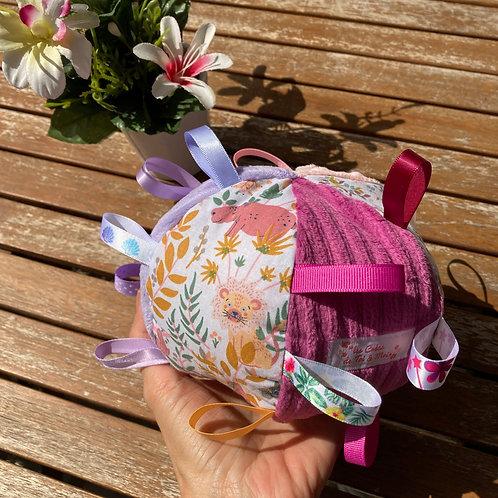 Balle d'éveil avec rubans et grelot - ROSE VIOLET savane et fleurs