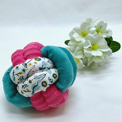 Balle de Préhension - NOEUD DOUBLE - BLEU ROSE fleurs avec grelot
