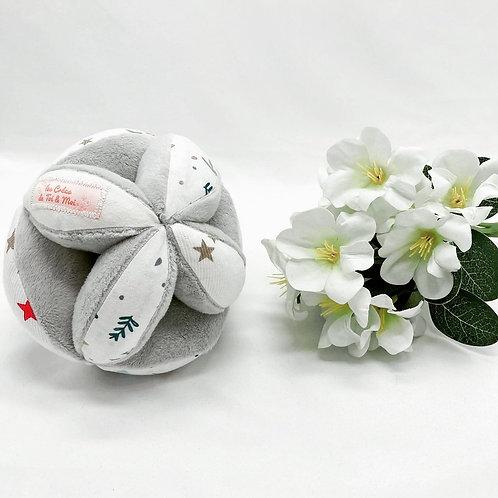 Balle de Préhension - MONTESSORI - GRISE étoiles feuilles blanc avec grelot
