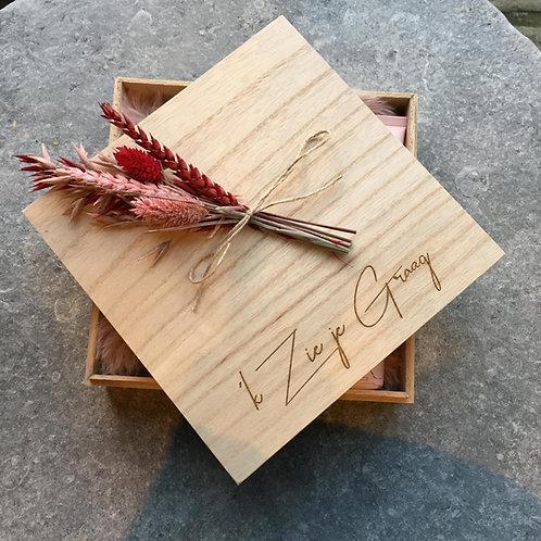 Houten box met droogbloemen 'k zie je graag saona aalst
