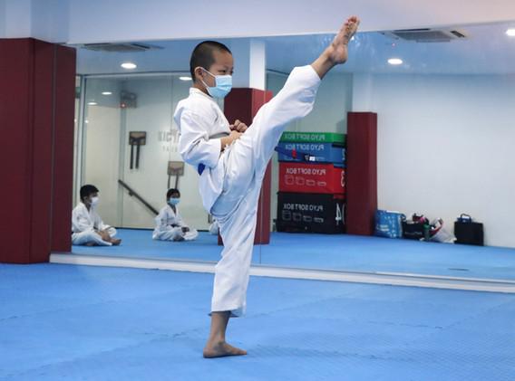 Kickmatics Taekwondo Tween Student Front Kick