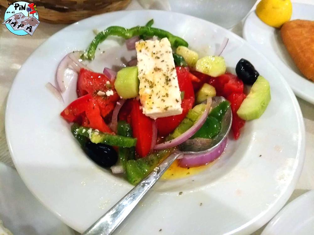 Ensalada griega: gastronomía griega | Un Pin en el Mapa