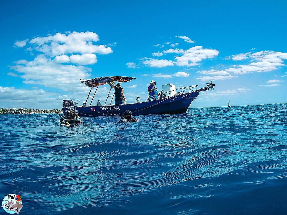 Barco de buceo en Playa del Carmen | Un Pin en el Mapa