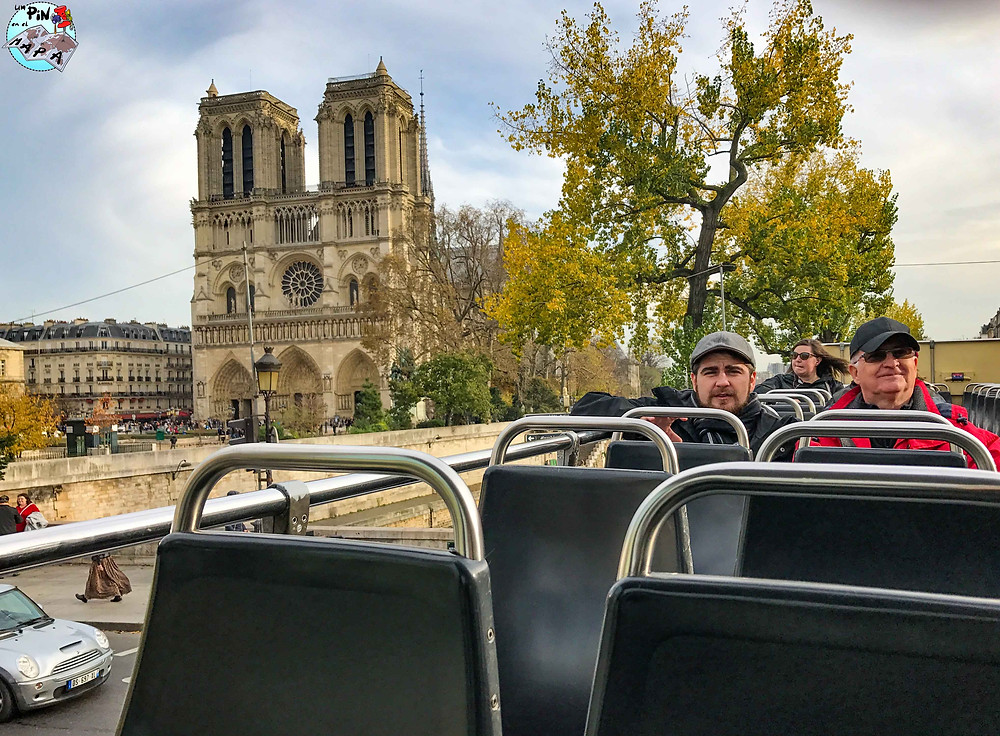Notre Dame desde el autobús turístico | Un Pin en el Mapa
