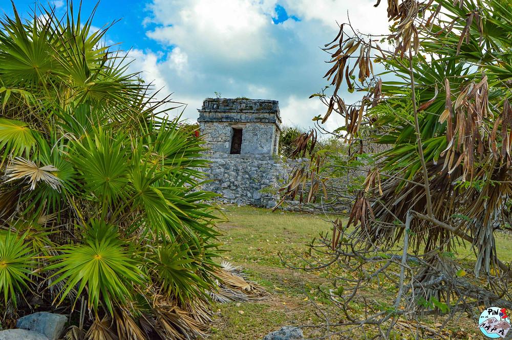 Torre de control en la muralla de Tulum | Un Pin en el Mapa