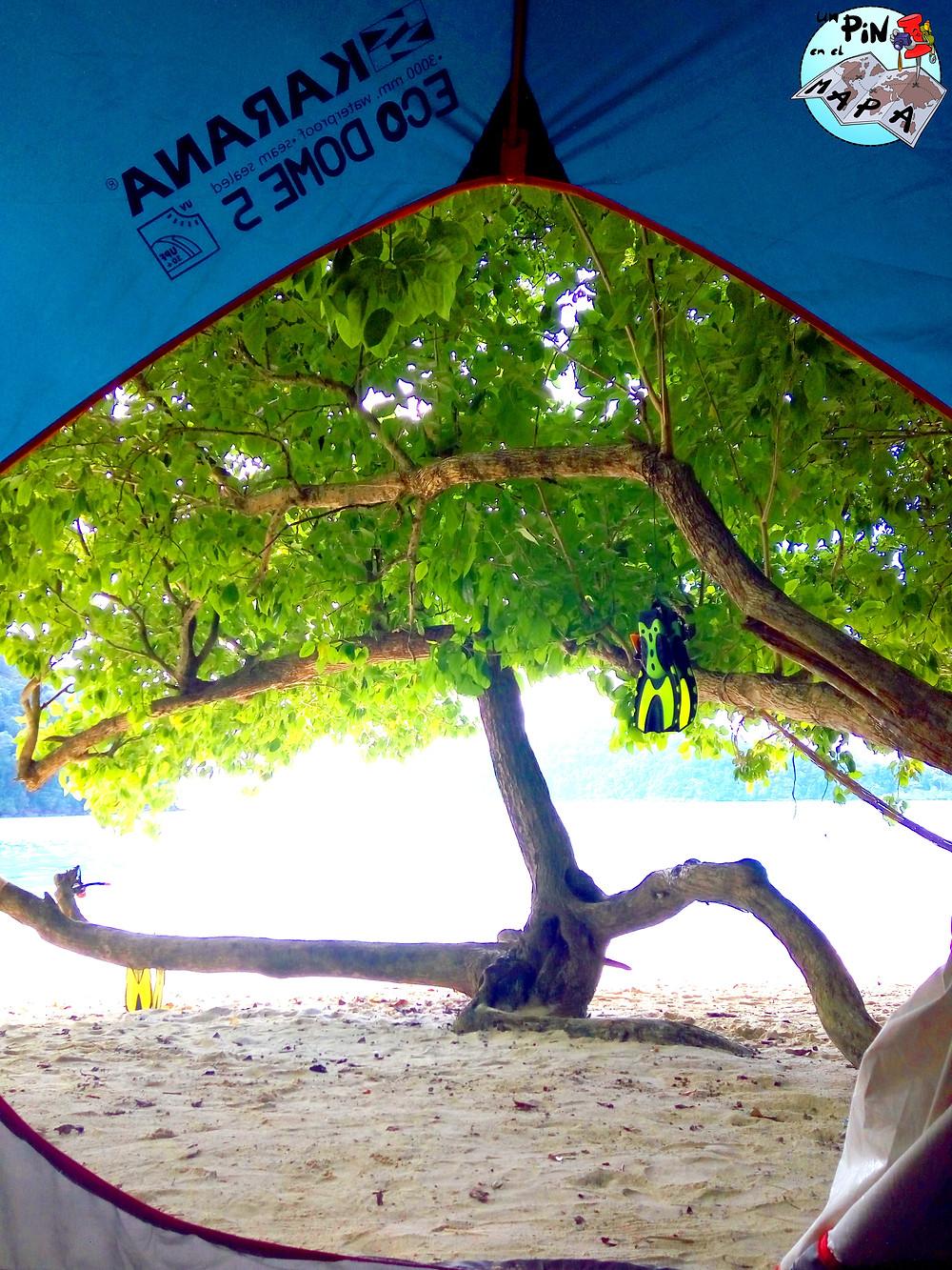 Tienda de Campaña en las Islas Surin | Un Pin en el Mapa