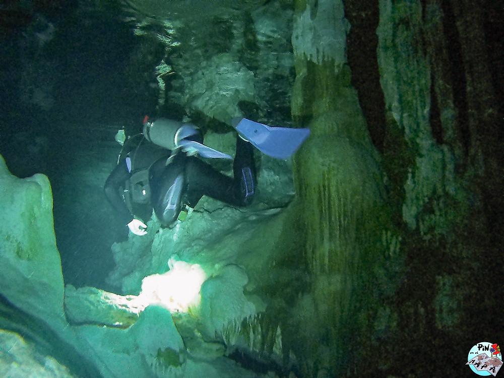 Buceo en caverna en el Cenote Dos Ojos | Un Pin en el Mapa