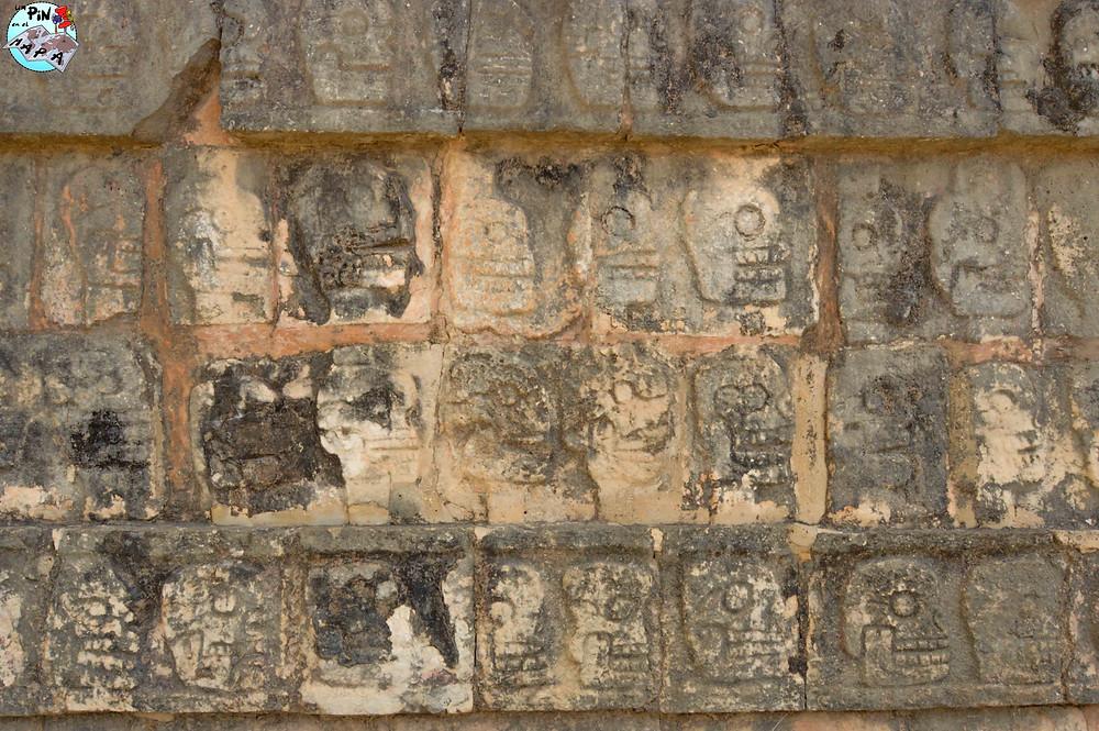Plataforma de los Cráneos en Chichén Itzá | Un Pin en el Mapa