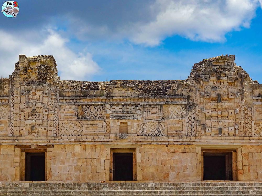 Decoración de la fachada en el Cuadrángulo de las Monjas, Uxmal | Un Pin en el Mapa