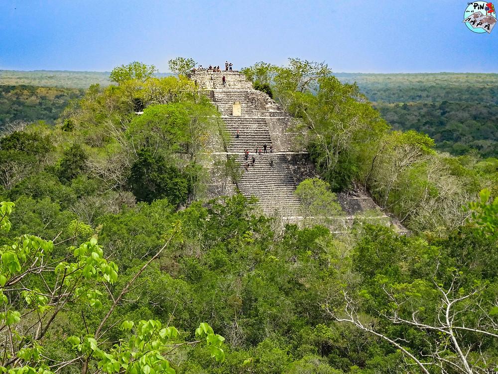 Vistas desde la Estructura II de Calakmul | Un Pin en el Mapa