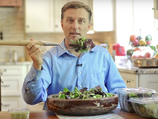 Доктор Эрик Берг говорит. Сколько салата необходимо съедать для потери веса?