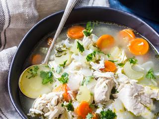 Сытный куриный кето-суп.