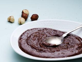 Шелковистый шоколадно-ореховый крем.