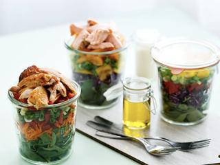 Сытный и свежий салат в банке