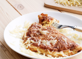 Классический кето омлет с сыром.