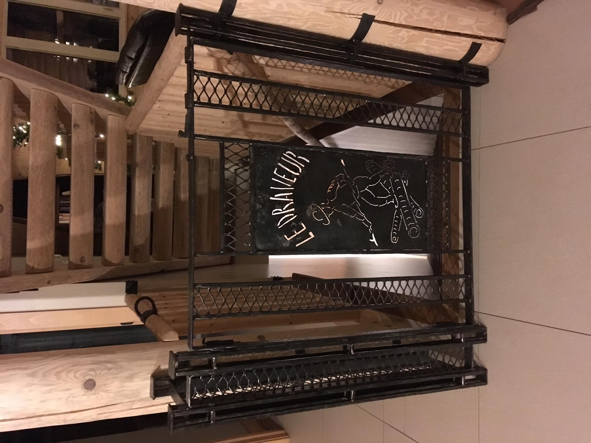 Barrière d'escalier anti-bébé