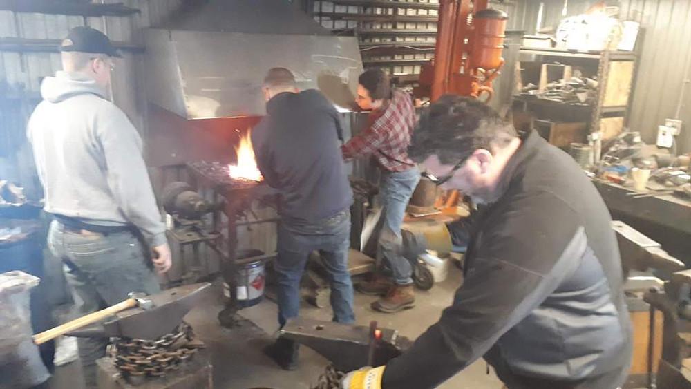 Formation sur l'utilisation de l'anthracite dans un feu de forge