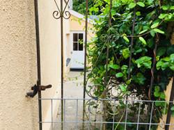 Courtyard's courtyard gate