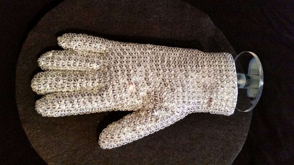 Basic White Glove on Stand
