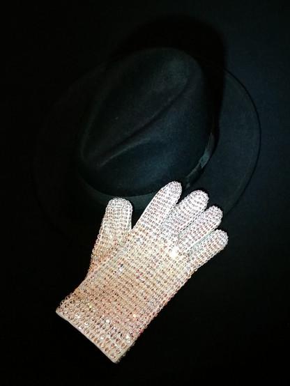 Bad Tour Glove
