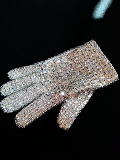 Iconic White Glove