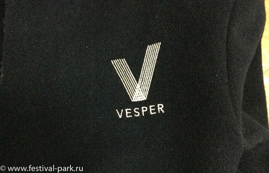 Вышивка Vesper на пальто Швейцара