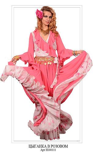 Цыганка в розовом