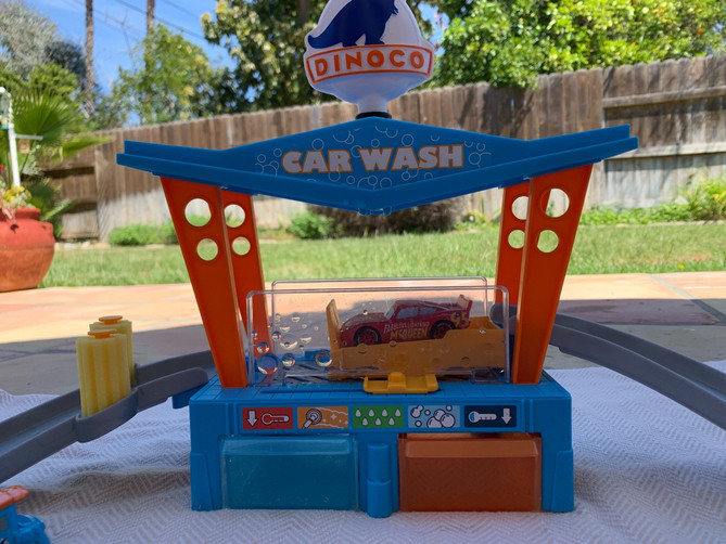 Disney Cars Color Changing Dinoco Carwash 1st Impressions