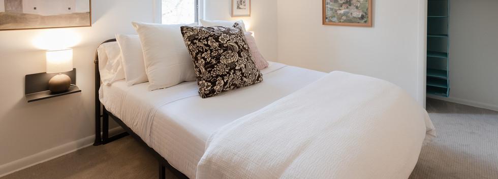 Upper Queen Bedroom (Bedroom 3)
