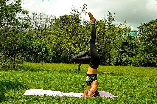 Posturas invertidas no yoga: invertendo padrões de comportamento