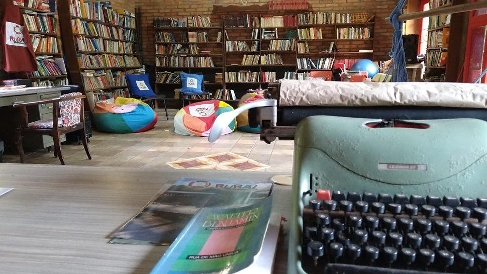 bibliotecacommaquina.jpeg